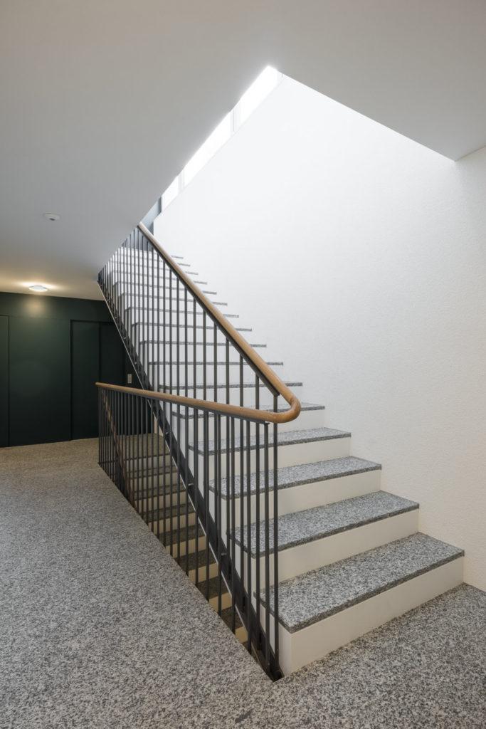 Treppenhaus des Mehrfamilienhauses an der Altmannstrasse in St. Gallen